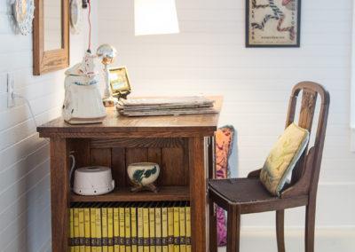 Taylor Inn Happy Days Room - Desk